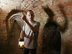 Vedoucí informačního centra města Terezín Jiří Hofman dokáže poutavě vyprávět i při prohlídkách terezínského opevnění i podzemí.