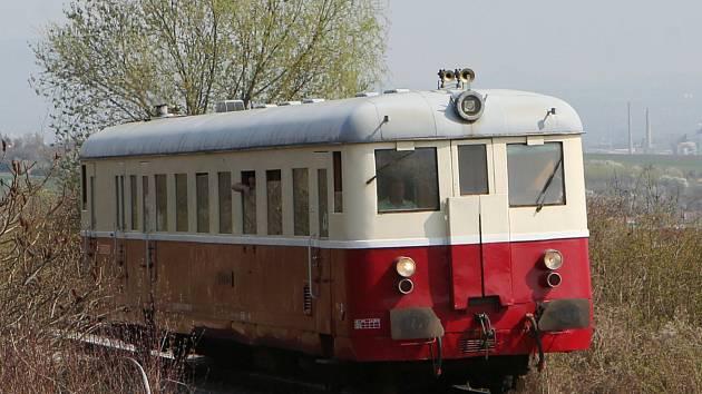 Švestková dráha se opět rozjela, provozuje jí nový vlastník - AŽD Praha.