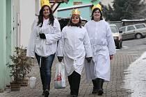 Tři králové procházejí v tomto týdnu města a obce také na Litoměřicku, aby pod záštitou Charity Česká republika podpořili dobročinnou sbírku na pomoc potřebným lidem.
