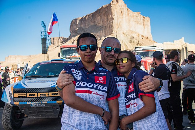 Bývalý trucker a zakladatel Buggyry Martin Koloc přivedl krychlým autům obě své dcery Aliyyah a Yasmeen.
