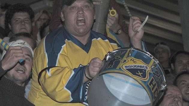 Fanoušci roudnických hokejistů poženou své miláčky do boje.