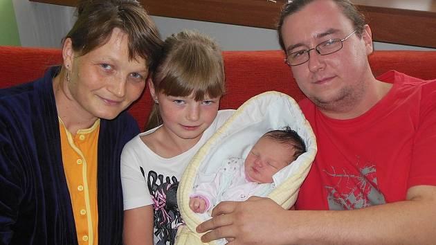 Radce Sedláčkové a Vladimírovi Veselému ze Žabovřesk nad Ohří se 9. září v 10.25 hodin narodila  v Litoměřicích dcera Anežka Veselá. Měřila 51 cm a vážila 3,54 kg. Na snímku i se sestrou Adélou.