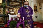 Mše svatá v litoměřické katedrále sv. Štěpána, při které byla zapálena první svíce na věnci