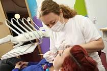 PŘIJÍMÁ NOVÉ PACIENTY. ZATÍM. Nová litoměřická zubařka Markéta Bartůňková otevřela zubní ordinaci s kolegyní Kateřinou Dudovou. V regionu přijímají pacienty ještě tři další stomatologové.