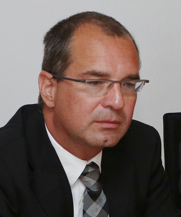Spor mezi vlastníky Podřipské nemocnice rodinou Krajníků a Jakubem Zavoralem pokračoval dalším jednáním u Krajského soudu v Ústí nad Labem.