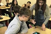 Studenti litoměřického gymnázia si vyzkoušeli některé kriminalistické techniky