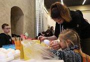 Místní produkty lidových řemesel s velikonoční a jarní tematikou nalákaly v sobotu 17. března do litoměřického Hradu stovky návštěvníků.