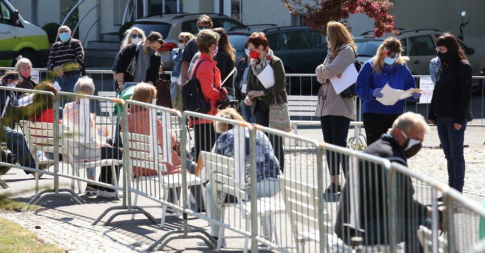 Testování dobrovolníků na koronavirus v Litoměřicích