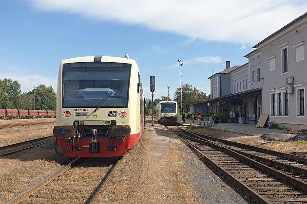 Na železniční trať mezi Postoloprty a Českou Lípou vyjely 23.září vrámci linky U11 nové motoráky řady 841.2Stadler RegioShuttle RS1.