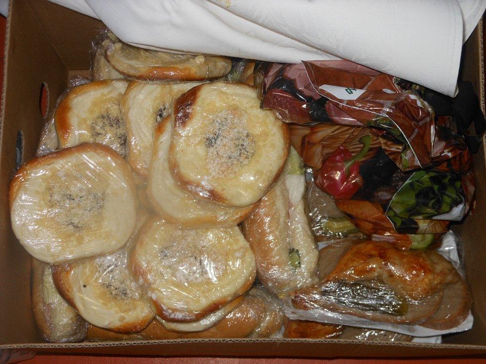 O to, aby při zdlouhavém sezení nestrádali komisaři v Litoměřicích hlady, se starají zaměstnanci Centrální školní jídelny.