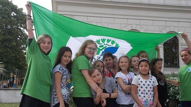 Ekoškola ZŠ Na Valech uspěla s projektem Dešťové kapičky dostaly nožičky.