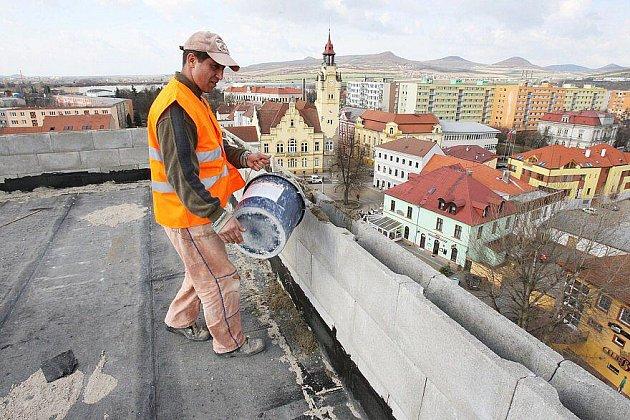 Stavba Orbisu v Lovosicích.