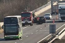Nehoda u sjezdu z dálnice D8 u Doksan