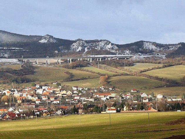 Prackovice nad Labem, ilustrační foto.