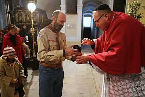 Katedrála sv. Štěpána - rozdávání Betlémského světla, 24. prosince.