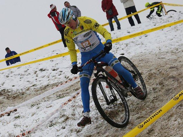 VTEREZÍNĚ byla vloni trať zasněžená. Potrápila ijezdce na horských kolech.