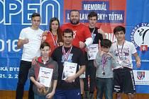 KICKBOXEŘI (zleva): rozhodčí Michal Robouský, Antonín Lupínek, Barbora Marešová, Stanislav Godla, Vít Masopust, Vojtěch Modra, El Jafar, Mahammad Jafar.