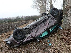 Nehoda na křižovatce silnic z Milešova do Vlastislavi