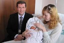 První letošní miminko v Litoměřicích přišel pozdravit ředitel nemocnice Leoš Vysoudil.