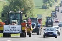 Protestní akce zemědělců na silnici z Lovosic do Mostu.