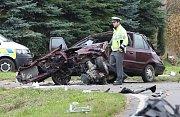 Dopravní nehoda z tragickým koncem se stala ve středu kolem 13. hodiny v Úštěku na Litoměřicku. Vozidlo Felicie, kde jeli čtyři důchodci, dvě ženy a dva muži nedalo přednost při odbočování z vedlejší silnice na hlavní  kamionu jedoucímu směrem od Litoměři