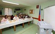 V Medvědicích na Lovosicku mají volební místnost v kabinách fotbalového hřiště