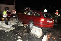 Dopravní nehoda na kruhovém objezdu u Lovosic.