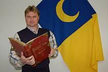 Starosta městysu Brozany nad Ohří Václav Bešta ukázal Deníku pamětní knihu z roku 1628, která to, že městysem Brozany byly již dávno, potvrzuje.