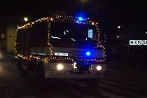 Vánočně nasvícená pragovka dobrovolných hasičů ze Štětí