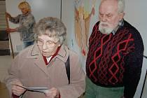 Schůzka mezi Sylvií Kutnarovou a Marií a Otakarem Lustíkovými na litoměřické sociální ubytovně se nekonala. Žena majitelce bytu písemně vzkázala, že se s ní setkat nechce a odkázala ji na svého právního zástupce.