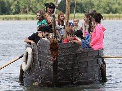 Dobývání úštěckého jezera piráty