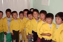 Výtěžek Tříkrálové sbírky Diecézní charity Litoměřice pomáhá nejchudším dětem ze slamů v mongolském Ulánbátaru navštěvovat místní mateřskou školku.