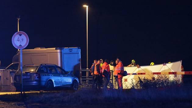 Po osmnácté hodině srazil vlak u obce Nové Kopisty šestapadesátiletého místního muže. Střet s vlakem bohužel nepřežil.