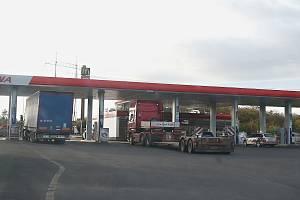 Přepadená čerpací stanice na dálnici D8 u Siřejovic