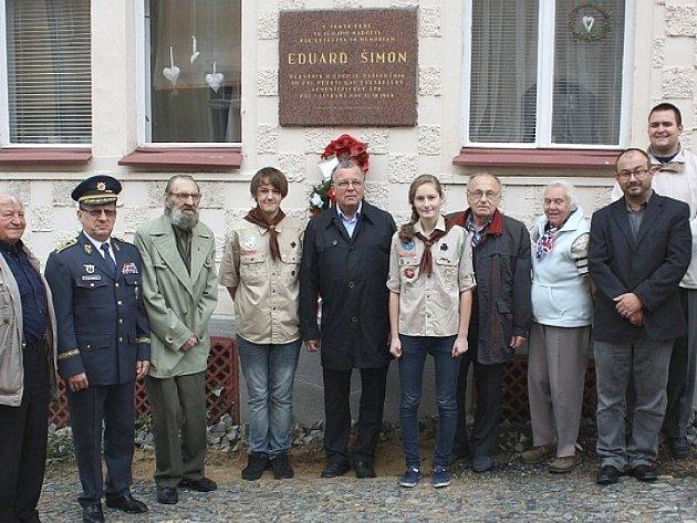 Ve středu 15.10. proběhl pietní akt u příležitosti 65. výročí tragického úmrtí významného roudnického rodáka a důstojníka RAF Eduarda Šimona.
