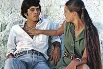 LÁSKA, VZPOURA, SKÁLY.  Vztah dvou mladých lidíí, zajímavou hudbu i drsnou přírodu má kultovní film z roku 1970.