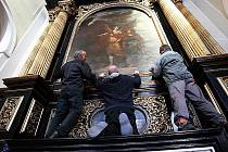 Instalace dalšího restaurovaného oltářního obrazu od Karla Škréty v katedrále sv Štěpána