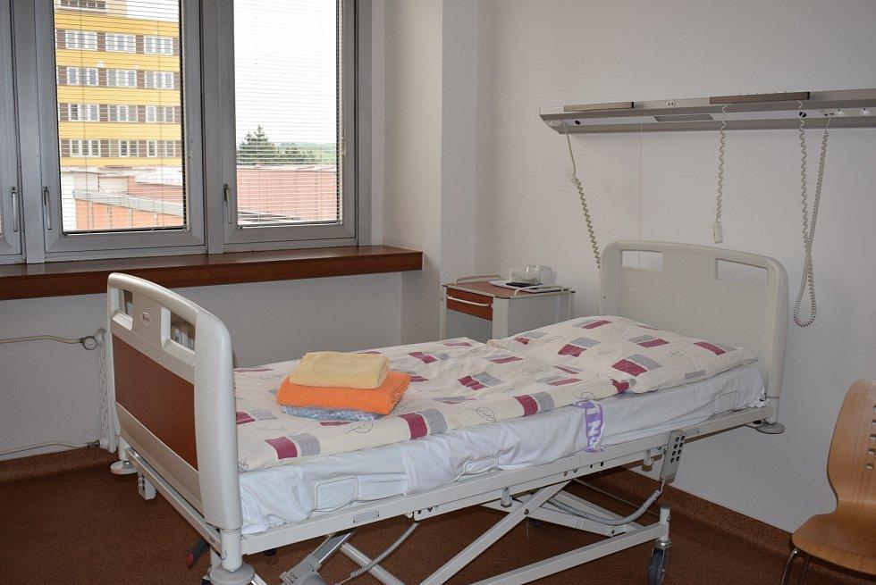 Dva zcela nové nadstandardní pokoje nabízí gynekologie litoměřické nemocnice.