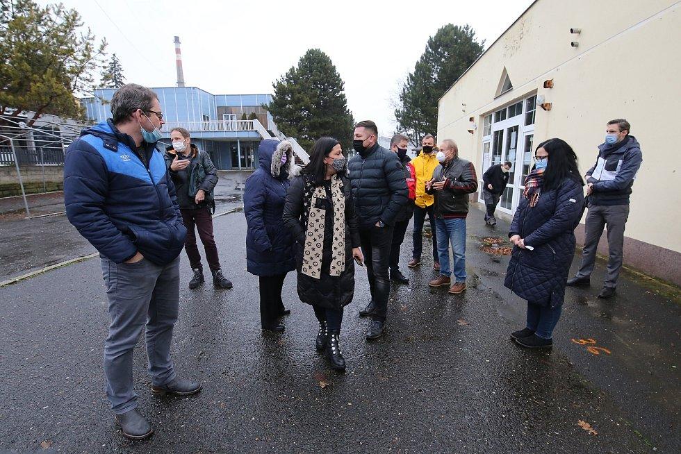 Zástupci kraje si prohlédli pavilony na litoměřickém výstavišti. Mělo by tam vzniknout očkovací centrum