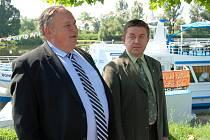 Místostarosta Jaroslav Tvrdík na lodi Porta Bohemica přivítal starostu Mělníka Miroslava Neumanna, tedy města, které se zřejmě připojí ke spolupráci s Labskou paroplavební společností.