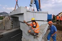 Umístění nové mostovky u Lovochemie