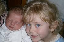 Janě a Tomáši Horovým z Evaně se 7.2. v 10.49 hodin narodila v Litoměřicích dcera Eva Horová (50 cm, 3,09 kg). Na snímku se sestrou Janou.