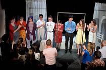 Mladí herci základní umělecké školy s hrou Hotel mezi dvěma světy