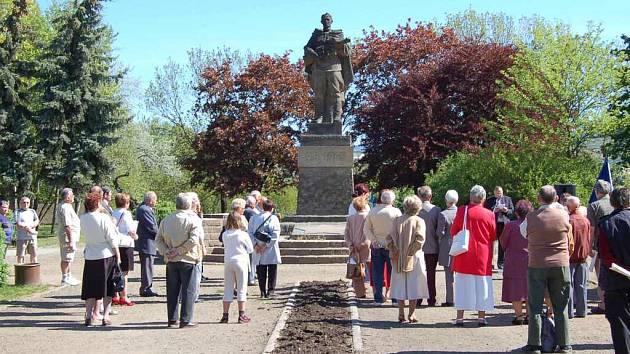 Komunistická oslava 1. máje v Lovosicích