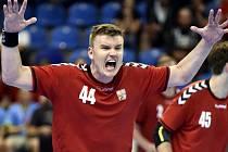 Zkušený reprezentant Jan Landa, na snímku v úvodním utkání play off házenkářské kvalifikace Česko - Makedonie, bude v kariéře pokračovat. To je pro Lovosice skvělá zpráva.