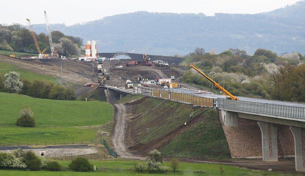 Aktuální stav sesuvu na dálnici D8 u Litochovic