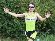 VÍTĚZEM letošního ročníku triatlonu pod Házmburkem se stal Petr Cmunt (Benny Invest), který rozhodl až v závěrečném běhu.