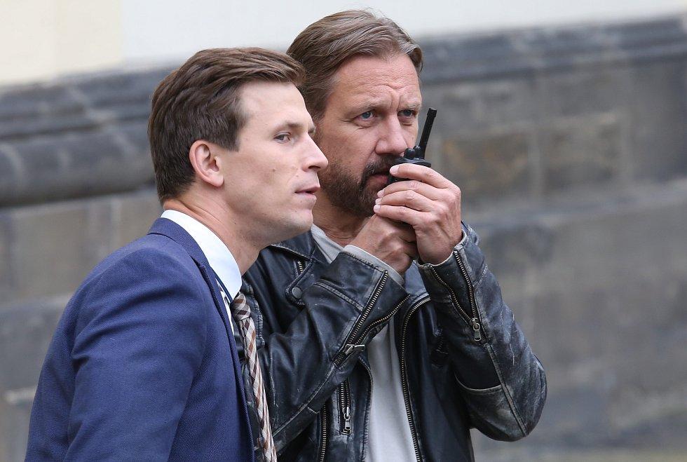 Natáčení kriminálního seriálu Polda 2 před katedrálou sv. Štěpána na Dómském náměstí v Litoměřicích.