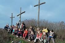 Z výletu lovosických dětí na Tři kříže.