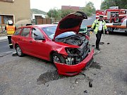 Nehoda na cestě z Pokratic směrem na Ústí nad Labem. Mladá řidička tu vyjela do protisměru